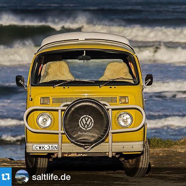 Surf check Byron Style... Repost @saltlife.de ・・・Surf's up #byronbay #retrocampervans…