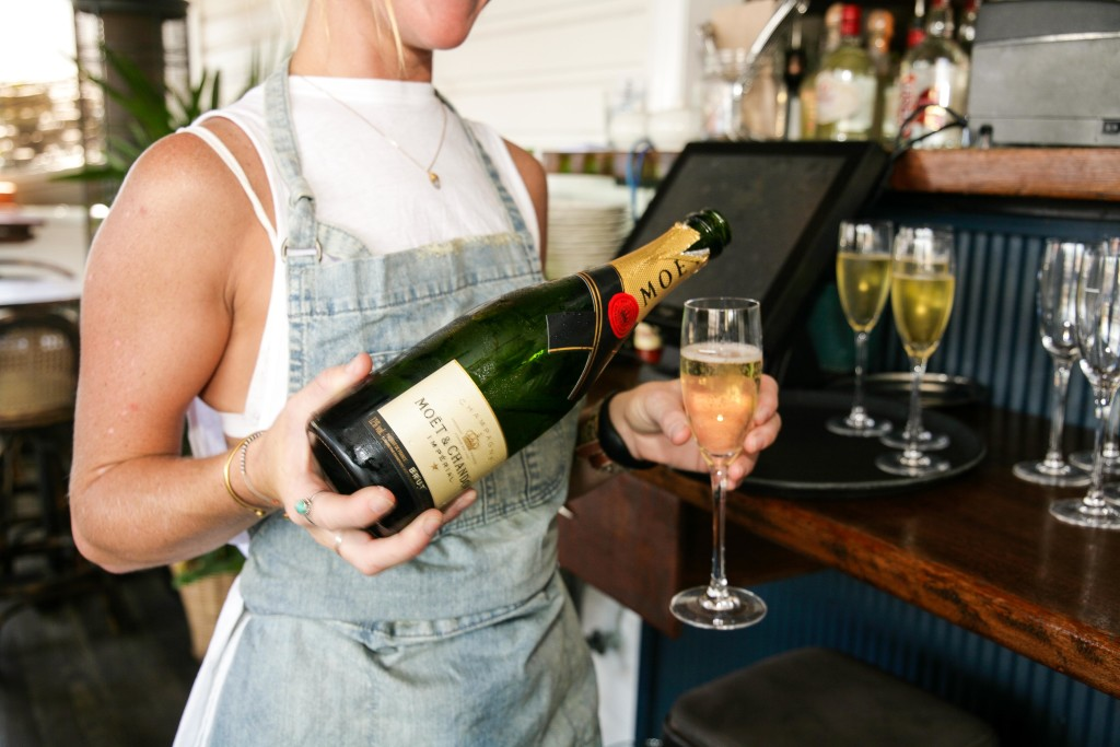 Celebrate mothers 39 day in byron bay byron bay blog for Balcony bar byron bay menu